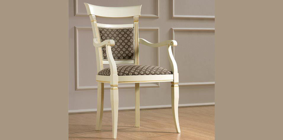CHAIR WITH ARM RESTS (TREA)