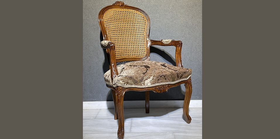 FRENCH STYLE ARMCHAIR (B011A)